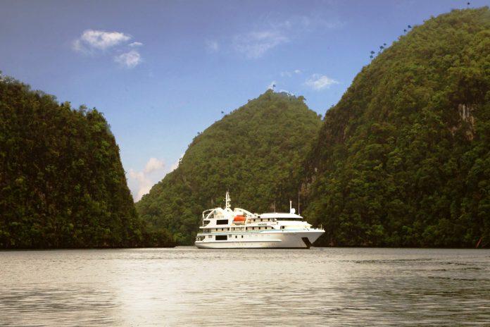 Wisata Live on Board di Kepulauan Raja Ampat