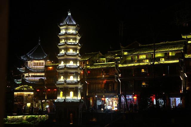 Berwisata di Kota Fenghuang