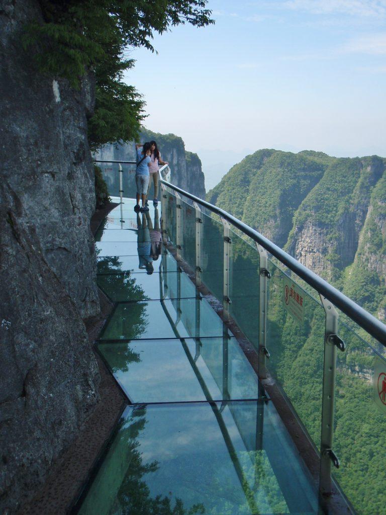 Zhangjiajie yang merupakan bagian dari UNESCO World Heritage State berkat keindahan alamnya dengan lanskap gunung, gua dan hutan.