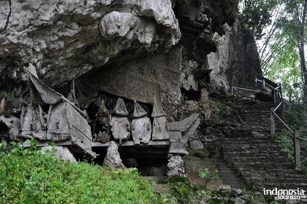 5 Situs Pemakaman Nusantara yang Cocok Dikunjungi Traveler Pemberani 6