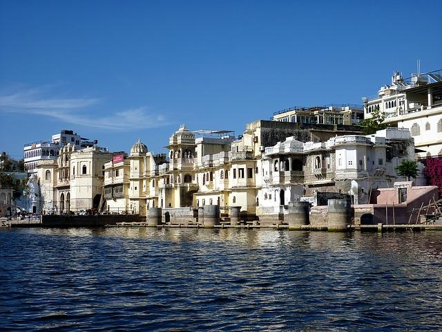 Daftar Destinasi Wisata Romantis Dalam dan Luar Negeri 3
