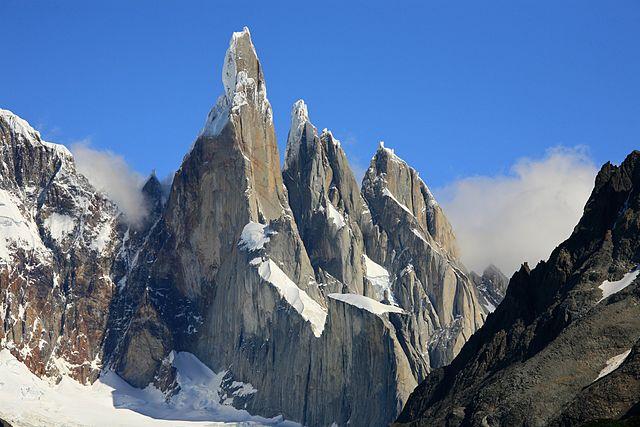 5 Gunung yang Menjadi Favorit Pendaki di Dunia 5