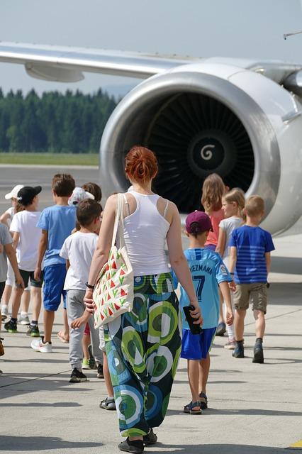 6 Tips Mempersiapkan Liburan Naik Pesawat Bersama Anak 1