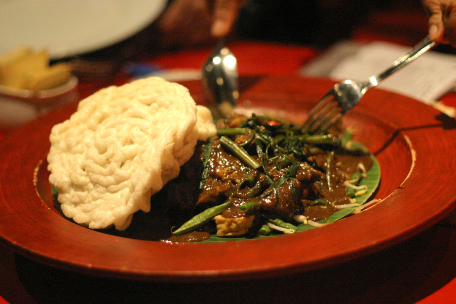 Menjajal Lezatnya Daging Moncong Sapi di Hidangan Rujak Cingur 1