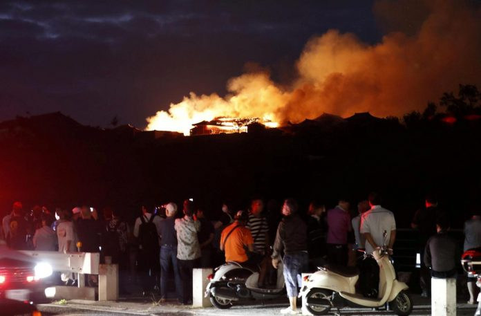 Shuri Okinawa terbakar