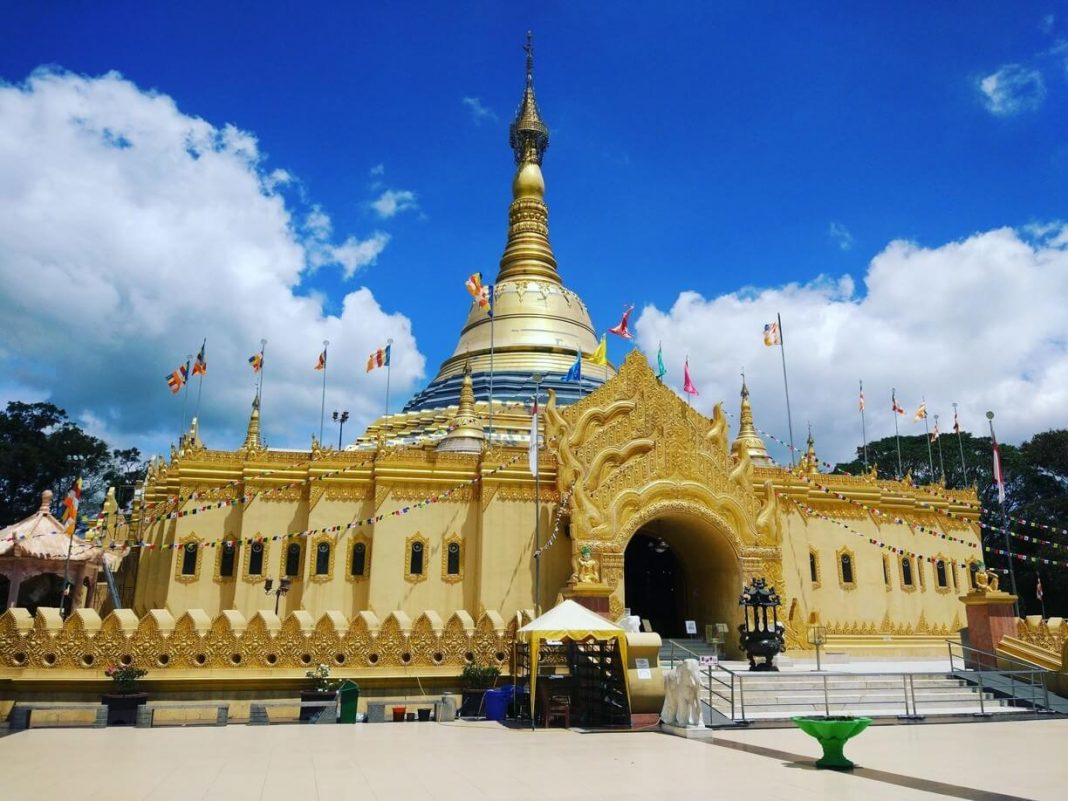 Replika-Pagoda-Shwedagon