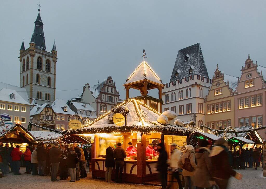 Ragam Tradisi Perayaan Natal dan Tahun Baru di Berbagai Negara di Dunia 13