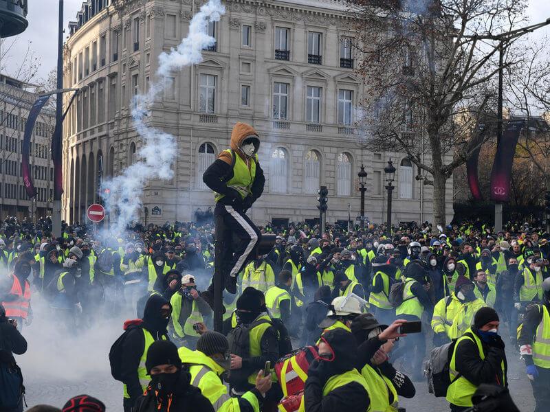 Demo Massal di Paris Diperkirakan Akan Berimbas Pada Sektor Pariwisata 1