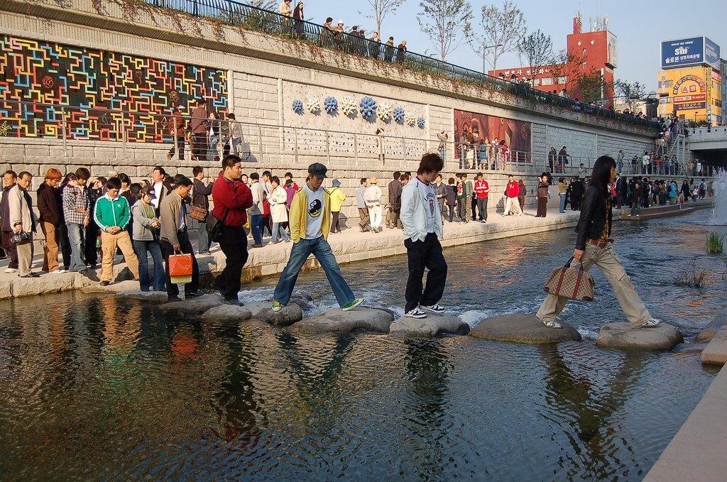 Cheonggyecheon Stream Tawarkan Ketenangan Alami di Tengah Kota Seoul 2