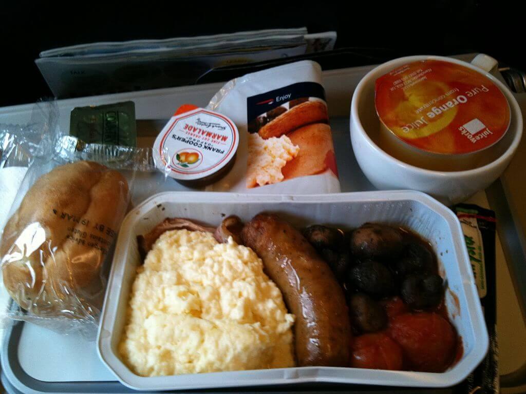 Penumpang Pesawat di Inggris Keracunan Makanan 1